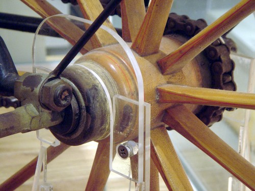 Wood_bicycle_hub_detail